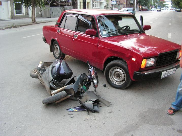 ДТП с участием автомобиля и скутера